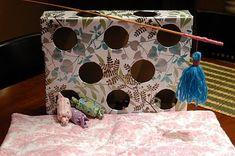 """Un chat a besoin de jouer pour être équilibré, qu'il soit jeune ou adulte. Mais il est possible de partager ces moments de distraction avec lui, à moindre coût. Voici quelques idées pour vous permettre de l'amuser à moindre frais pendant des heures. Cependant, vous veillerez à ranger ces jouets """"faits-maison"""" en votre absence. 1)…"""