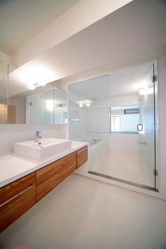 Badezimmer in einem Apartment-Haus in Japan_Toll gestaltet vom Team Yusuke Fujita / Camp Design Inc.!