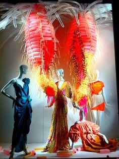 Color Exploration in Bergdorf Goodman windows, New York visual merchandising Visual Merchandising Displays, Visual Display, Display Design, Box Design, Store Design, Fashion Merchandising, Display Ideas, Shop Window Displays, Store Displays