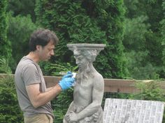How to age new concrete statues. Could maybe be used to add character to other cement structures. Cement Color, Cement Art, Concrete Cement, Painting Concrete, Concrete Crafts, Concrete Projects, Concrete Blocks, Concrete Garden Statues, Cement Garden