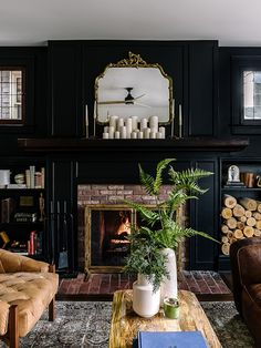 Living room with black walls Have you ever wondered what it's like to gut-renovate a rundown home? Step inside Jesse and Cali Green's stunning Detroit fixer-upper. Black Rooms, Black Walls, First Apartment Decorating, Abandoned Houses, Abandoned Detroit, Black Decor, Black House, Cheap Home Decor, Home Renovation