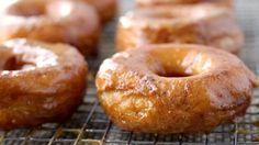 pumpkin donuts made with Grands! Bake biscuits into doughnuts and add a quick pumpkin glaze for a fall flavor upgrade. Churros, Pumpkin Recipes, Fall Recipes, Coffee Recipes, Köstliche Desserts, Dessert Recipes, Dinner Recipes, Empanadas, Pillsbury Recipes