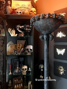 IKEA Hack - Make your own Skull Floor Lamp. DIY Skull Lamp Here's an IKEA hack that transforms an ordinary uplighter into a gorgeous skull floor lamp, perfect for Halloween or the year-round skullalicious home. Fairy Halloween Costumes, Theme Halloween, Halloween Celebration, Easy Halloween, Holidays Halloween, Halloween Decorations, Haunted Halloween, Halloween Nails, Halloween Music