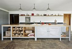 Leave it to Plain English to design the perfect British country kitchen. Here, we dissect a recent kitchen in a converted hop kiln in Hampshire, England.