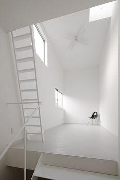 minimalist interior (predominantly white)