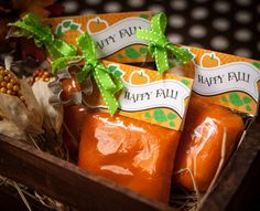 DIY: fall favor Playdough. This would make the perfect party favor. #DIY