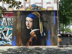 """Lîma lîma , """"La jeune fille à la perle"""",Rue Henri-Noguères, Paris, 2015"""