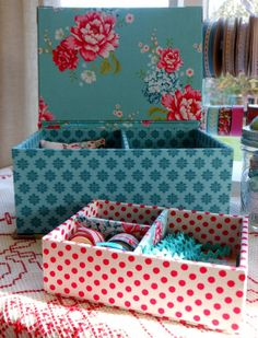 """Cornsant sewing or jewellery box  8.5"""" x 6.1"""" x 3.4"""" (21.5 x 15.5 x 8.5 cm) with lift out tray"""