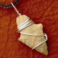 Great tutorial by Rena Klingenberg on how-to-wire-wrap-an-arrowhead