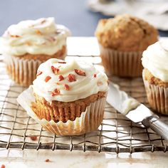 pumpkin-cupcakes-with-maple-bacon-icing