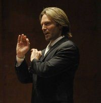Eric Whitacre- amazing choral director and composer! Not to mention the looks...