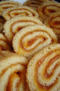 Titok holnapig – és piskótatekercs   Mai Móni Hungarian Desserts, Hungarian Recipes, Pastry Recipes, Cooking Recipes, Croatian Recipes, Baking And Pastry, Jamie Oliver, Unique Recipes, Desert Recipes