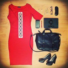 ţinută în Roşu aprins Work Wardrobe, Business, Lady, Image, Fashion, Moda, Fashion Styles, Store, Business Illustration