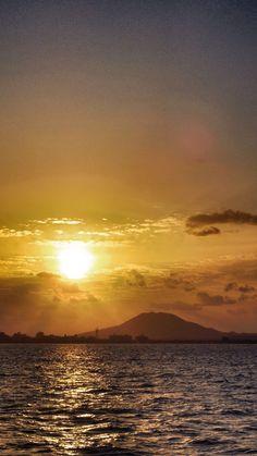 14 Oct. 17:28 夕暮れの博多湾です。 ( Evening  at Hakata bay in Japan)