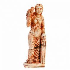 ESCULTURA EN MÁRMOL DE MUJER CON HALCÓN Escultura en mármol de mujer con halcón. S.VII-VIII. Centroeuropa. (Restaurada). Medidas: 21 cms.