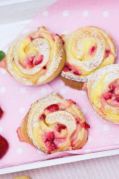 Erdbeer-Vanillepudding-Schnecken | http://verzuckert-blog.de