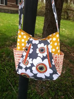 Daisy 241 tote by the Nosy Pepper (pattern by Noodlehead)