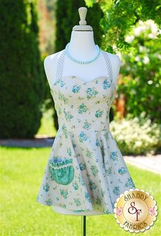 Jezebelle Reversible Apron Pattern with Shabby Fabrics Welcome Home Collection