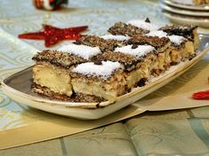 Prăjitură cu blat din bezea cu nucă și cremă de vanilie Always Hungry, Mcdonalds, Tiramisu, Biscuit, Sweets, Ethnic Recipes, Desserts, Erika, Food