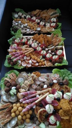 Party Platters, Stuffed Mushrooms, Plating, Vegetables, Food, Cooking Recipes, Hoods, Vegetable Recipes, Meals