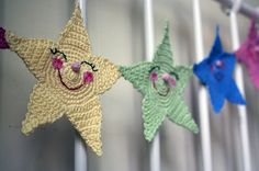 crochet garland starrs...obviously I HAVE to make this for Knox's room