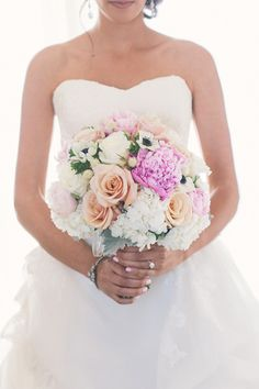 Classic peach and pink bouquet | Read More: http://www.stylemepretty.com/2014/07/30/romantic-vinoy-tea-garden-wedding/ ... Gorgeous color combination.