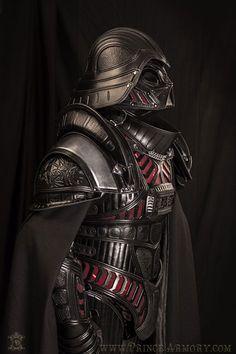 ダークサイドな甲冑。中世風ダース・ヴェイダーのコスプレ   コタク・ジャパン