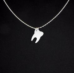 Collar diente plata dentista por McLaughlinCreations en Etsy