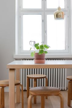 Kilpipiilea - Vihreä talo Scandinavian Interior, Scandinavian Style, Vintage Apartment, Dream Apartment, Interior Inspiration, Beautiful Homes, Sweet Home, Alvar Aalto, Indoor