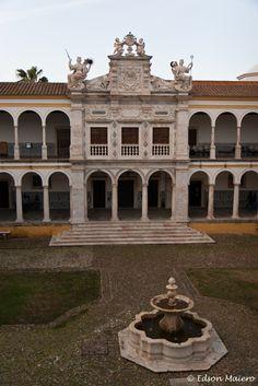 Évora, uma cápsula do tempo  By @phototravel360 | 02.09.2012  #Portugal
