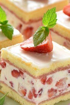 Erdbeeren machen aus jedem Kuchen und jeder Torte einen sommerlichen Hit. Entdecken Sie unsere besten Rezepte in der Galerie.