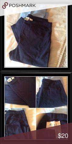 🌞 NAVY BLUE LEGGINGS 🌞 Navy blue leggings. Pull on, stretchy with 2 back pockets. Brand new without tags. Never worn. Size L by Caribbean Joe. 💙💙 Caribbean Joe Pants Leggings
