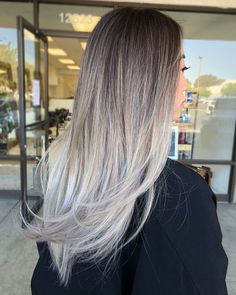 50 Pretty Ideas of Silver Highlights to Try ASAP – Hair Adviser Long Gray Ombre Hair Straight Hair Highlights, White Blonde Highlights, Grey Blonde, Brown Blonde Hair, Dark Hair, Straight Ombre Hair, Grey Hair Brown Roots, Brown Hair With Silver Highlights, Lavender Highlights