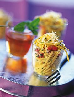 A la fois familiale et économique, cette recette des spaghettis à l'algéroise sera parfaite en tant que plat principal. Il est aussi possible de le servir en verrine  pour l'apéritif.