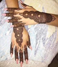Get Karwa Chauth Mehndi Designs. Get Step by Step Henna (Mehandi Designs) for Karva Chauth that are Specially Designed to Impress Husband. Henna Hand Designs, Eid Mehndi Designs, Mehndi Designs Finger, Mehndi Designs For Girls, Stylish Mehndi Designs, Bridal Henna Designs, Mehndi Design Pictures, Beautiful Mehndi Design, Mehndi Patterns