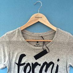 Chegou reposição da nossa t-shirt queridinha no box da@teetothink Para looks lindos e confortáveis!💙 #minhattt #look #lookdodia #tsh