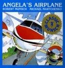 """A student at Agnes Macphail Public School just read Angela's Airplane by Robert Munsch: """"It is a good book to read with a mom. Great Books, My Books, Illustrator, Thing 1, Children's Picture Books, Children's Literature, Paperback Books, Planer, Airplane"""