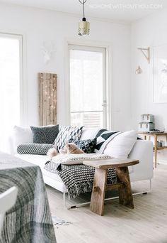 Heb jij de ruimte om te schuiven met meubels? Zet dan je bank eens in het midden van de woonkamer. Dit geeft een heel ander gezicht en een andere sfeer dan wanneer de bank tegen een muur aanstaat. Spe