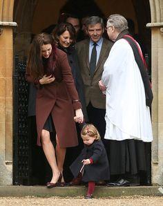 William e Kate levam George e Charlotte a cerimônia de Natal na Inglaterra (Foto: Getty Images)