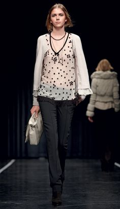 "TWIN-SET Simona Barbieri: ""Tweed parisienne"": tulle top with pompom, white cardigan and black trousers"