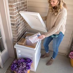 Express Package Delivery Box in White keeps your packages safe & dry while you are away from your home or business. View & shop this package drop box now. Porch Mailbox, Porch Boxes, Mailbox Garden, Diy Mailbox, Mailbox Ideas, Mailbox Landscaping, Mail Drop Box, Parcel Drop Box, Gardens