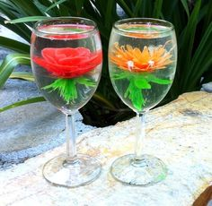 Edible desserts that have colorful floral bouquets suspended in clear gelatin… Jello Cake, Jello Desserts, Gelatina Jello, 3d Jelly Cake, Jelly Flower, Baking Classes, Eat Pretty, Incredible Edibles, Edible Arrangements