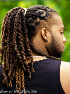 Shoulder length dreads with short sides and a perfectly trimmed beard Dreads Styles, Men Dread Styles, Mens Dreadlock Styles, Dreadlock Hairstyles For Men, Undercut Hairstyles, Braided Hairstyles, Curly Undercut, Shaggy Hairstyles, Wedding Hairstyles