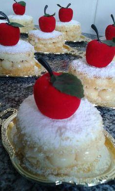 Mini Naked Cake Branca de Neve