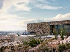 Modern Mountain Home on the Slopes of the Franklin MountainsNestled 800 feet above the city of El Paso, this modern mountain home is a dream home. It's in some ways a dream they didn't know they had. This... Houses & Villas Check more at http://rusticnordic.com/modern-mountain-home-on-the-slopes-of-the-franklin-mountains/