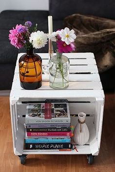 DIY: Table made of fruit crates (A Cake A Day - Diy Decoracion Crate Table, Diy Table, Palet Table, Crate Desk, Dog Crate, Fruit Box, Fruit Crates, Fruit Fruit, Milk Crates