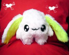 Fluse :Kleiner Kawaii Hase aus hochwertigem Kuschel -Plüsch,Fell-Imitat in Gelb - Weiss   ! Einzelstück!Unikat! Nach eigener Vorlage hergestellt! M...