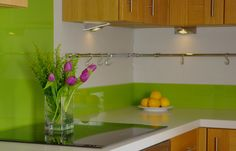 Lime green kitchen - source out some nice bright, simple tiles Kitchen Colors, Kitchen Design, Kitchen Ideas, Kitchen Inspiration, Home Design Decor, House Design, Home Decor, Lime Green Kitchen, Stylish Kitchen
