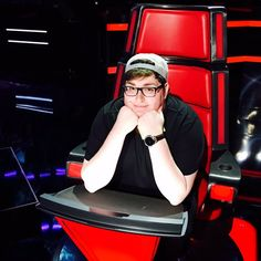 Jordan SmithLive is not only back on #TheVoice stage tonight, but he's testing out Adam's chair. #VoiceResults