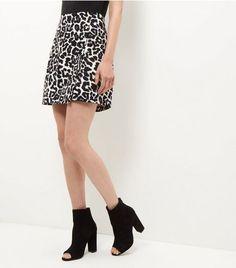 Mini jupe portefeuille noire à imprimé animal | New Look